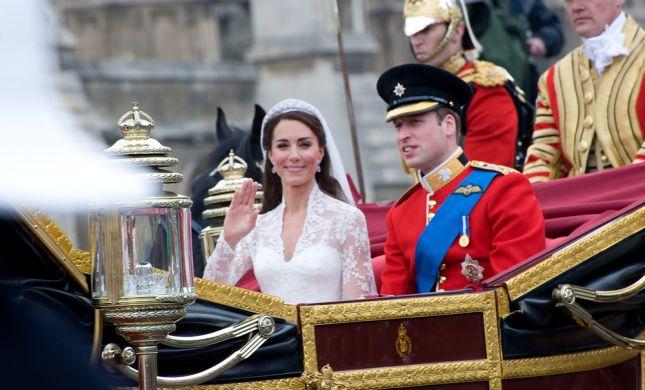 קייט מידלטון והנסיך ויליאם בתמונה מתוקה לחגיגות העשור