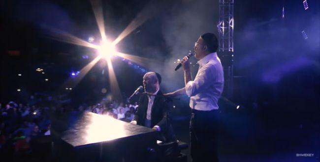 צפו: יונתן רזאל ושוואקי בדואט מרגש