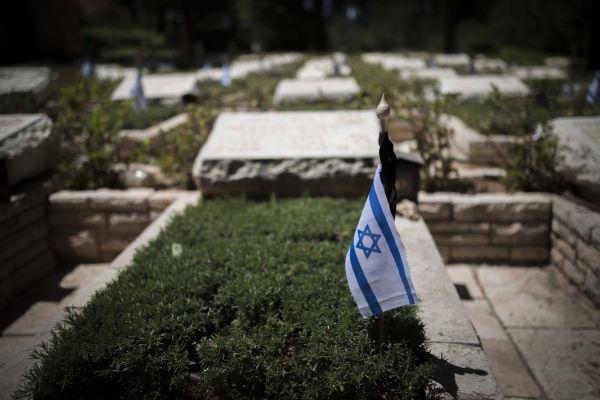 """אמץ חייל: אומרים פרק תהילים לנשמות חללי צה""""ל"""