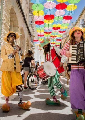 פתחו מטריות: מיצב המטריות של ירושלים חוזר
