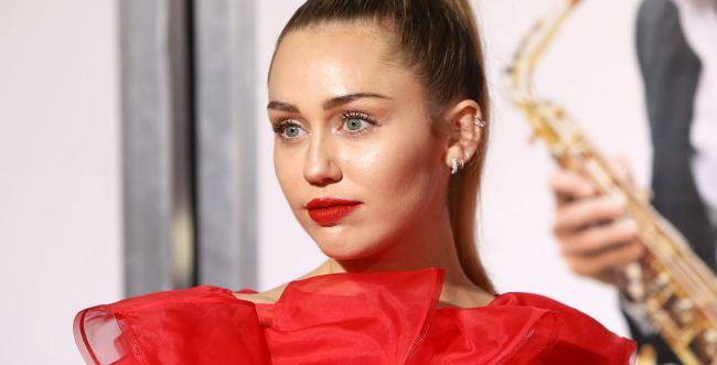 הזמרת הבינלאומית חילקה מיליון דולר למעריציה ברשת