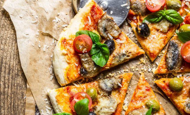 התגעגעתם לחמץ? מתכון קל לפיצה מ-5 מרכיבים