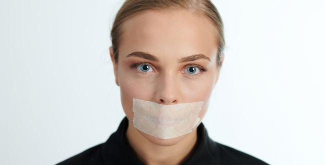 באיזה עולם, אישה צריכה לשתוק את עצמה לדעת?
