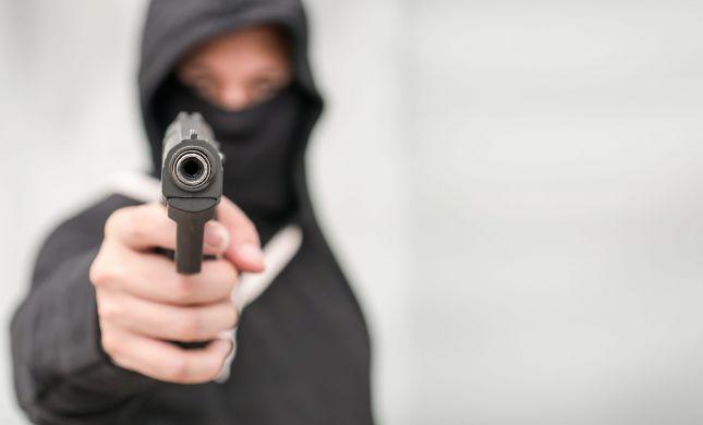 מסרו למשטרה תיעוד רצח - ונסחטו במאות אלפי שקלים