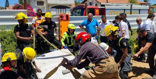 ארון ציוד מבטון ובטונדה נפלו על שני פועלים ביבנה