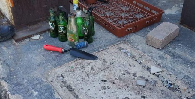 """בקבוקי תבערה וזיקוקים בחצר המתנ""""ס בלוד"""