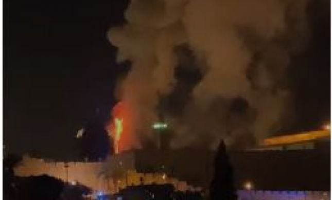 הערבים הציתו שריפת ענק בהר הבית