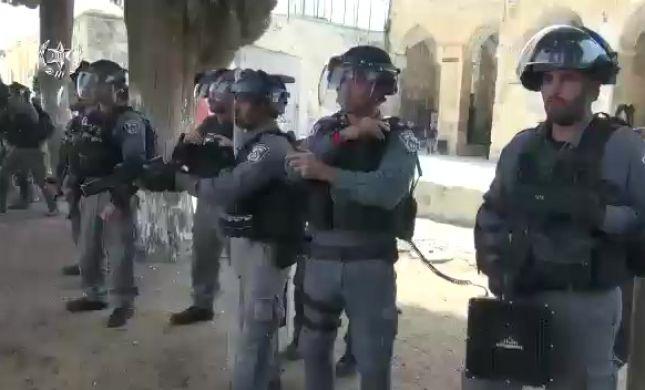 מהומה בהר הבית: פורעים יידו אבנים על שוטרים