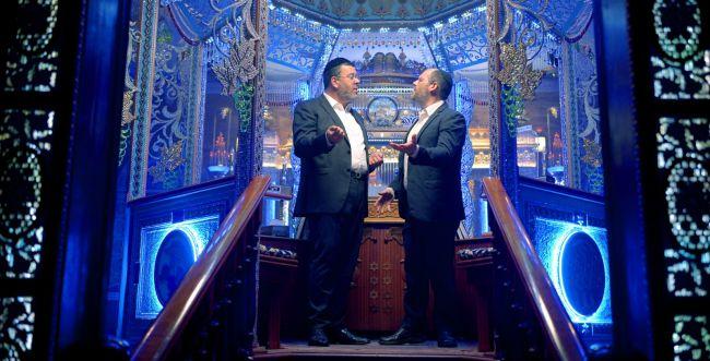 צפו: אהרן רזאל וקובי גרינבוים בדואט מחזק למצב