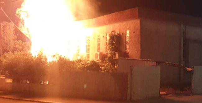 עוד לילה של פרעות בלוד: בית כנסת עולה באש