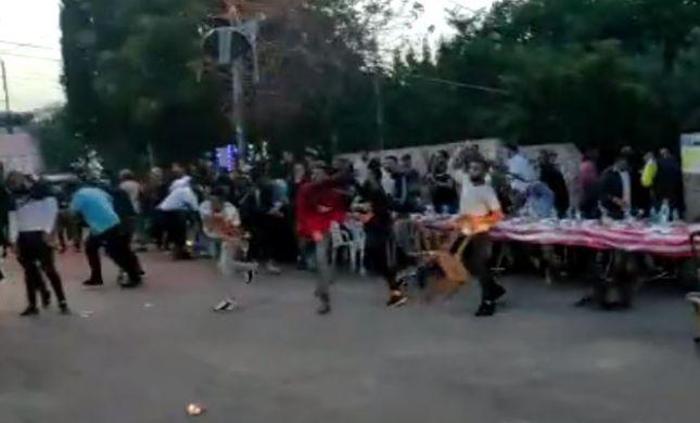 צפו: עשרות ערבים תקפו את לשכתו של בן גביר