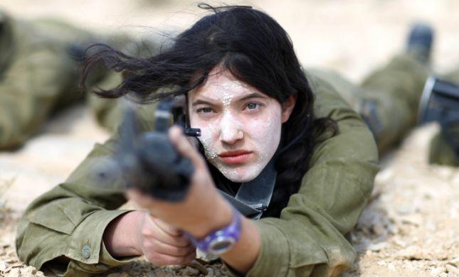 """מחקר של צה""""ל: לוחמות לא נושרות יותר מלוחמים"""