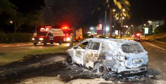 צפו: רגמו נהגים, שרפו רכבים וניסו לבצע לינץ'