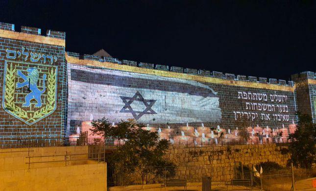 לאות הזדהות: חומות העיר העתיקה הוארו בדגל ישראל
