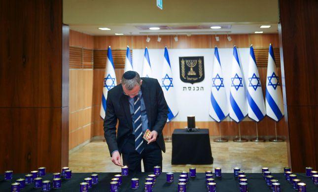 הכנסת באבל: לוין הדליק נר; הדגלים בחצי התורן