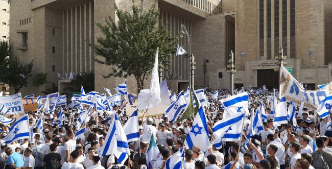 נכנעו ללחץ: המשטרה ביטלה את מצעד הדגלים