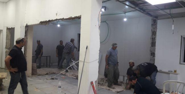 עשרות מתנדבים סייעו לשיפוץ בית הכנסת בלוד