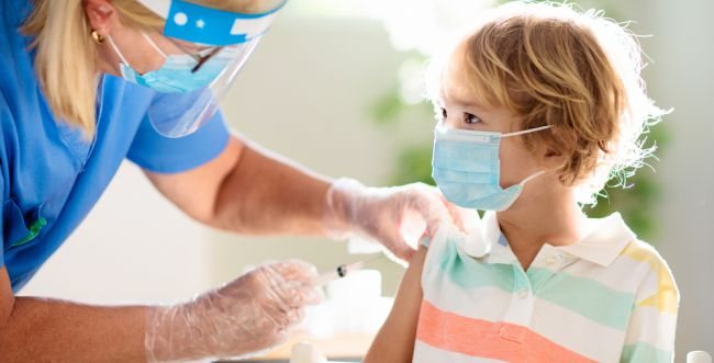 דיווח: פייזר ומודרנה החלו בניסוי לחיסון ילדים בני 5-11