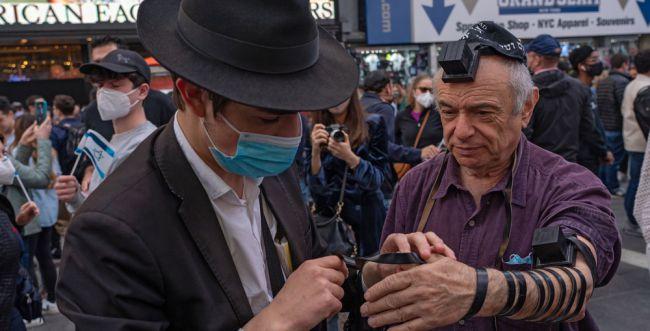 """""""יד לשלום"""": יהודי ניו יורק נאבקים באנטישמיות"""
