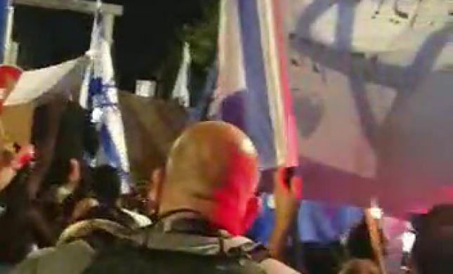 עשרות תומכי נתניהו הגיעו להפגנת תמיכה בבלפור