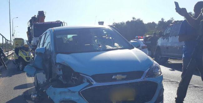 מחבלים יידו אבן לרכב ישראלי, בן 43 נפגע בפניו