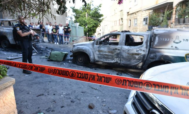 צפו: התפרעות אלימה בדיר אל אסד. מכות לשוטרים