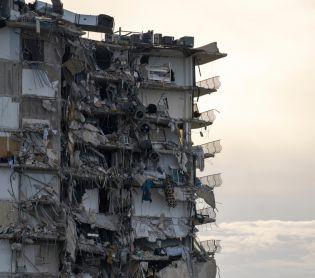 חדשות בעולם, מבזקים לפחות 150 מיליון פיצוי על התרסקות הבניין במיאמי