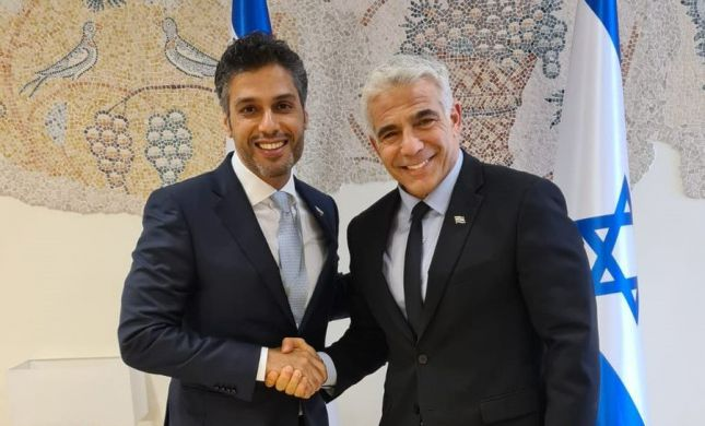 לפני הנסיעה: לפיד נפגש עם שגריר האמירויות בישראל