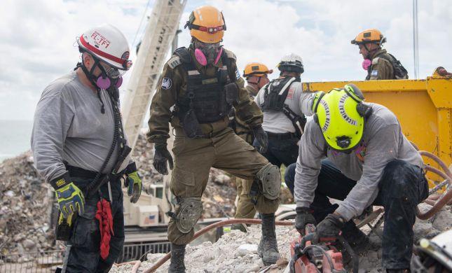 צפו: הבניין במיאמי פוצץ באופן מבוקר