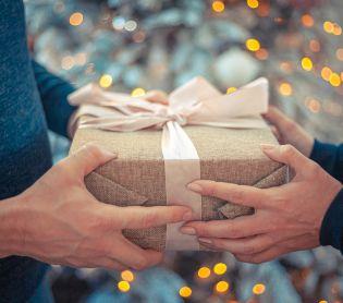 צרכנות, שווה לדעת סוף השנה כאן – זמן למתנות קטנות לאנשים גדולים!
