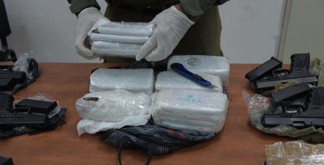 """נתפסה הברחה ענקית של אמל""""ח וסמים מלבנון"""