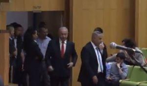 חדשות, חדשות פוליטי מדיני, מבזקים צפו: נתניהו נכנס באמצע הטקס; איך הקהל הגיב?