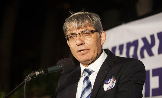 """אישומים נגד סגן ראש העיר י-ם: 350,000 ש""""ח שוחד"""