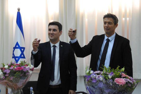 שר חדש ישן: יועז הנדל חזר למשרד התקשורת • צפו