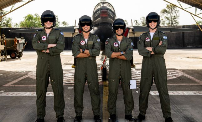 כבוד למגזר: 4 בוגרי עלי וסרוגה סיימו קורס טיס