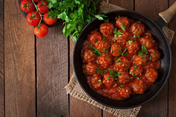 מתכון לשבת: כדורי בשר ברוטב עגבניות ב10 דקות