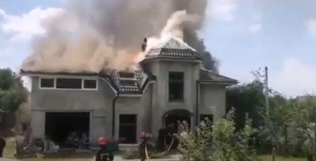 מטוס התרסק לתוך בית באוקראינה, 3 יהודים נהרגו