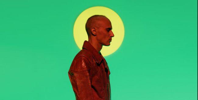 """אסף אמדורסקי מנגן על כל הכלים בשיר החדש """"רצינו פלא"""""""