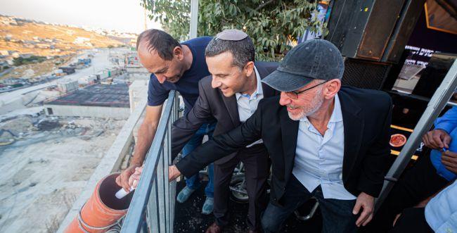 """אבן פינה בשכונת נוף ציון: """"גאולתה של ירושלים"""""""