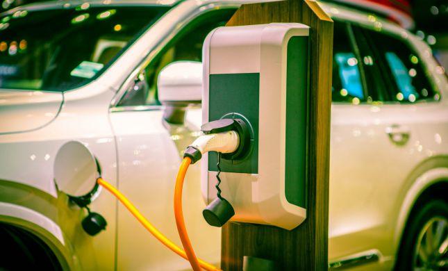 שרות בממשלה מקדמות תכנית לתחבורה חשמלית
