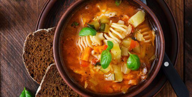 מתכון מושלם לסוף הצום: מרק מינסטרונה מזין בקלות