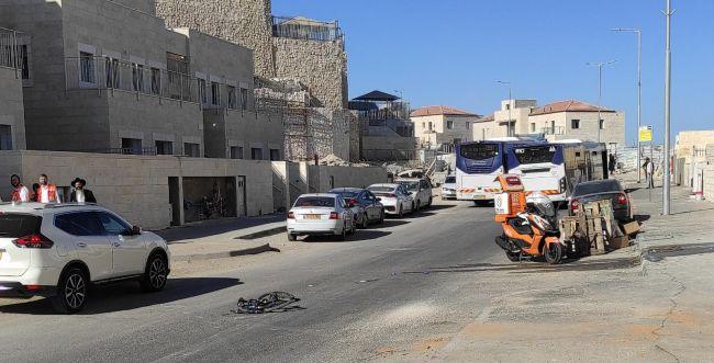 ילד נפגע מאוטובוס בדרך לבית הספר
