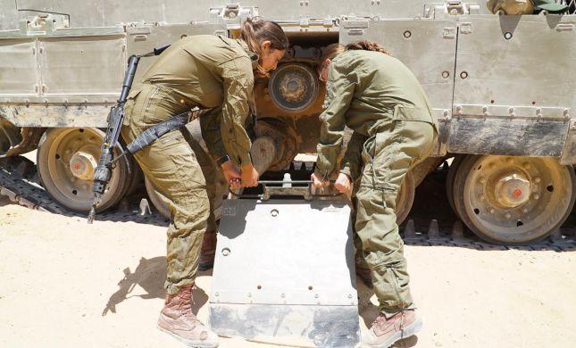 לוחמות הטנקים החלו לפעול בגבול מצרים. תיעוד