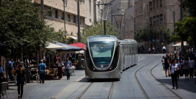 צעיר ערבי איים על נוסעי הרכבת עם סכין צעצוע