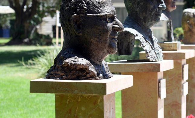 ריבלין בשדרת בנשיאים: פסלו הוצב בבית הנשיא