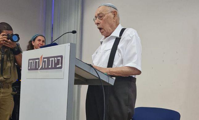 צפו: המפגש המרגש של הצנחנים עם שורד השואה