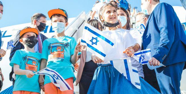 עונת העלייה נפתחה: 160 עולים הגיעו לישראל מצרפת