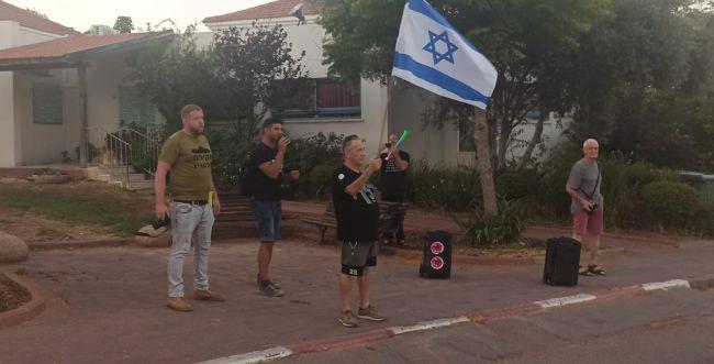"""מפגינים נגד מבקר המדינה: """"מסוכן לביטחון ישראל"""""""