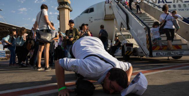 צפו: קצר על הפרשה   למה יהודים לא עולים לארץ?