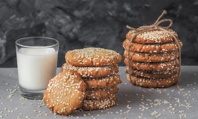ליד הקפה: עוגיות טחינה נימוחות ללא גלוטן ב5 דקות